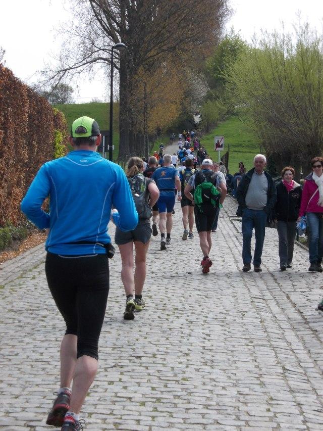 aan de voet van de Koppenberg, het zwaarste stuk van de loop