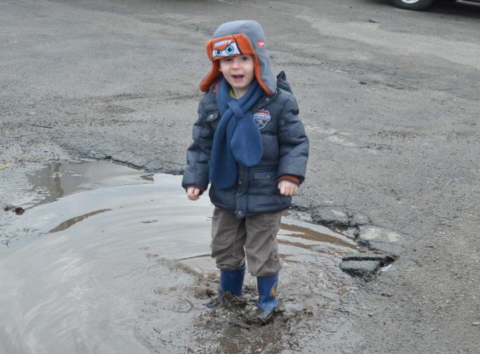 in de plassen stampen vond onze Seppe wel heel fijn natuurlijk
