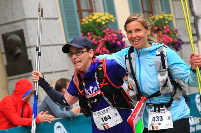 Finish gehaald van de Mont Blanc Marathon, met loopmaatje Heidi!